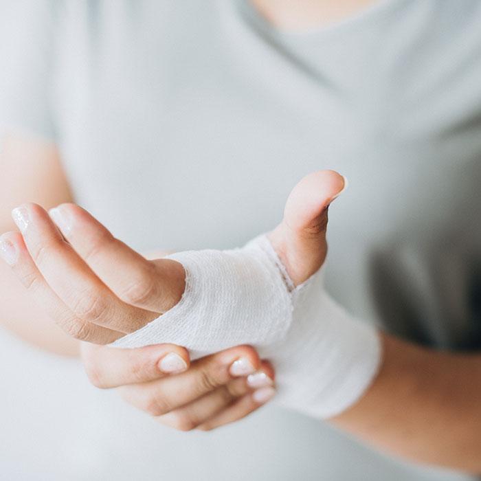 bandage close up hands 700 - Телемедицина в Бородянці – відкрито медичний центр для учасників бойових дій та їх родин
